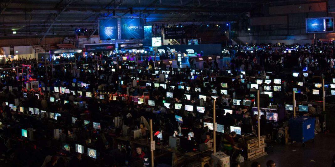 Dream Hack dans le hall du Parc des Expositions de Tours